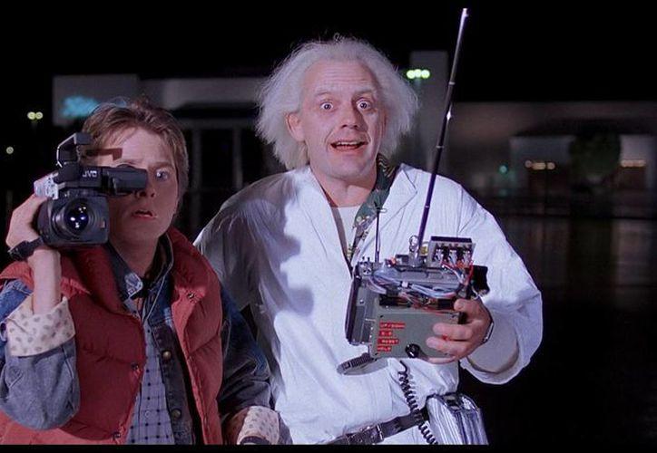Los actores principales del Volver al futuro se reencontraron, en el aniversario número 30 de la película, la imagen corresponde a una escena del filme. ( mkgallery.org)