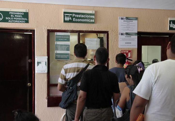 Autoridades del ramo y empresarios pusieron en marcha la campaña que busca erradicar a los asalariados que no están afiliados al IMSS. (Milenio Novedades)