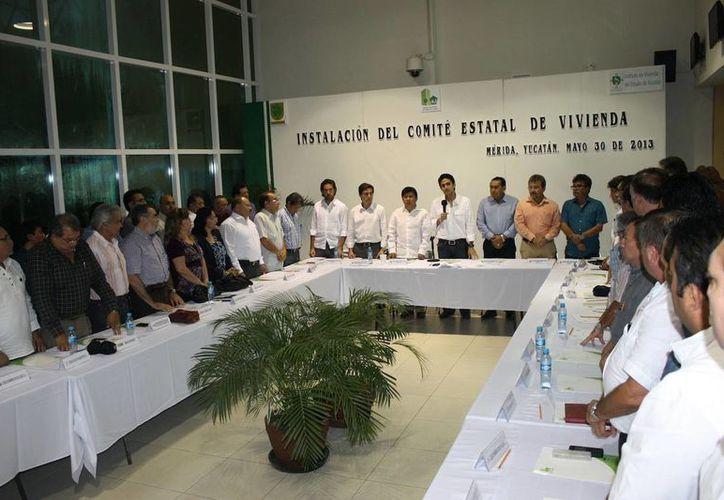 Integrantes del Comité Estatal de Vivienda. (Milenio Novedades)