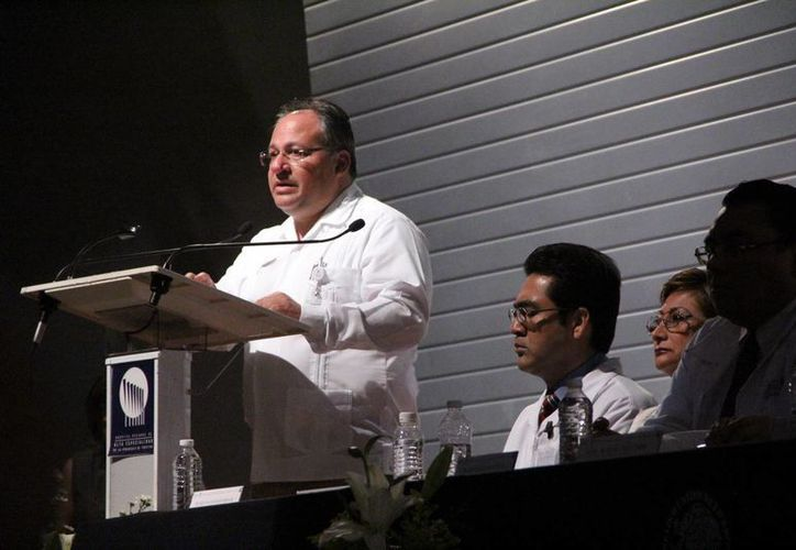 El subdirector de Red Hospitalaria de la Secretaría de Salud del Estado, Alberto Cervera Azcorra. (José Acosta/SIPSE)