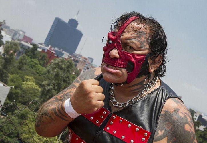 'El Pirata Morgan', leyenda viviente de la lucha libre mexicana, está cerca del retiro a sus 53 años, pero sus 2 hijos parece que seguirán su mismo camino profesional. (Notimex)