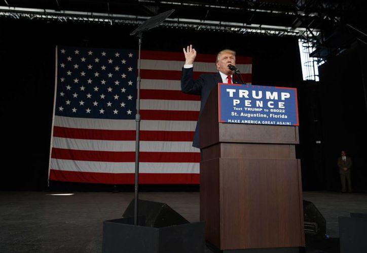 El candidato republicano Donald Trump hizo campaña en el reñido estado de Florida, donde afirmó que su partido va ganando en las encuestas. (AP/ Evan Vucci)