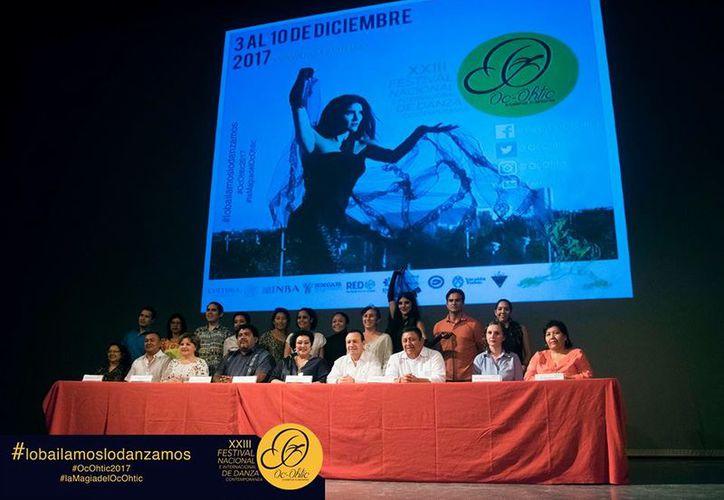 En imagen, autoridades de cultura, organizadores y participantes que anunciaron el festival. (Milenio Novedades)