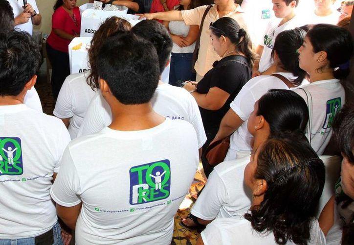 Es importante que los jóvenes se interesen y participen en la política porque a través de ella pueden influir un verdadero cambio para la democracia en Yucatán. (SIPSE)