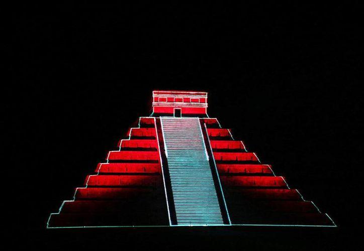 El espectacular show de luz y sonido en Chichén Itzá tiene una duración de 25 minutis y los recorridos nocturnos serán de martes a domingo. (Milenio Novedades)
