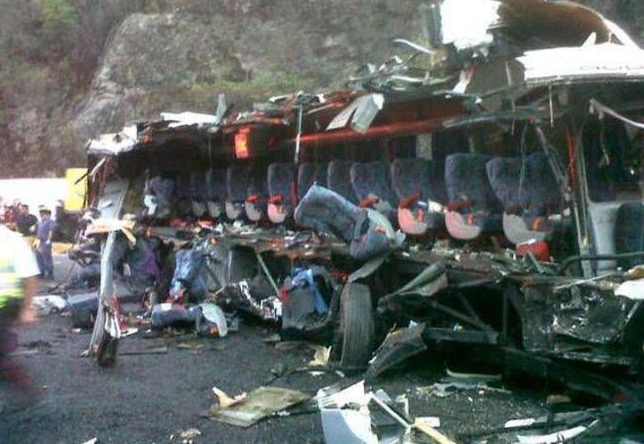 En las redes sociales ya hay fotografías sobre el accidente. (twitter.com/Reyaqm)