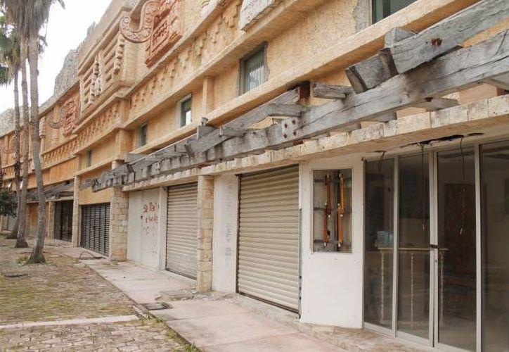 Buscan concientizar a los propietarios de las plazas comerciales que se encuentran abandonadas o en problemas de litigio. (Archivo/SIPSE)