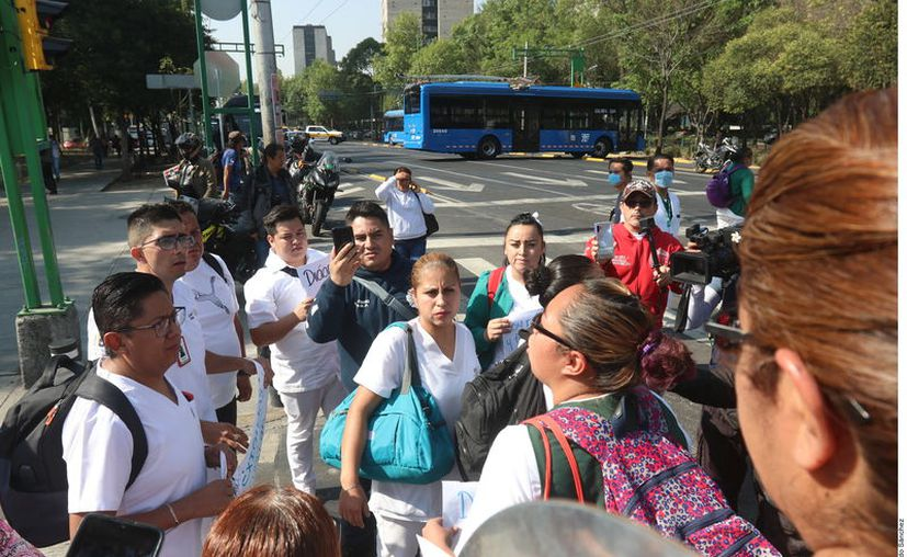 Trabajadores del sector salud en Monclova pidieron más seguridad en su centro de trabajo parra evitar contagios de Covid-19. (Foto: Reforma).