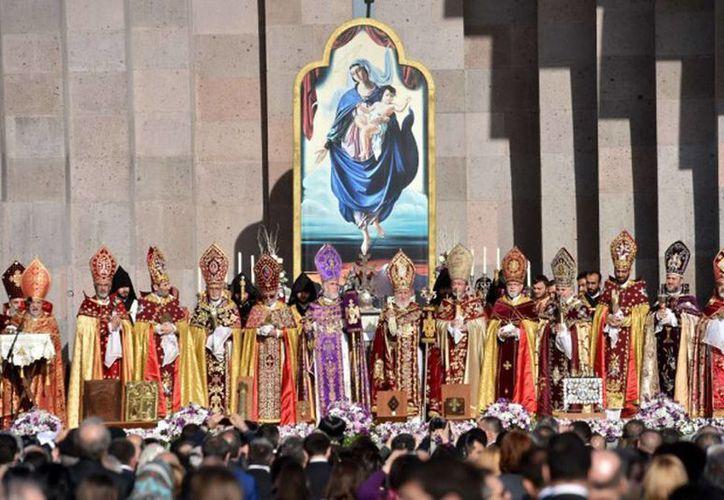 Durante el acto fueron canonizados los 1.5 millones de armenios que fueron masacrados, fusilados o murieron de hambre en el genocidio cometido por el Imperio Otomano durante la Primera Guerra Mundial. (lapresse.ca)