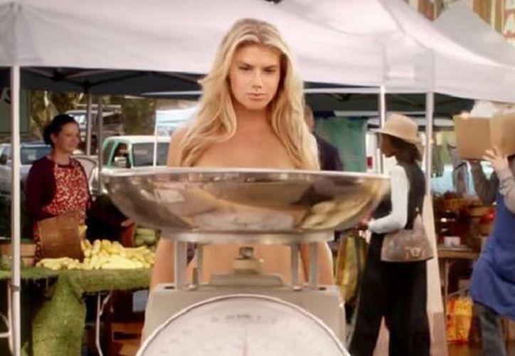 Charlotte McKinney es la nueva modelo de Carl Juniors, quien aparecerá durante el Super Bowl. (Captura de pantalla de YouTube)