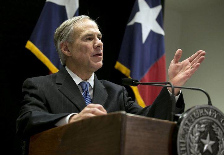 Gregg Abbott, gobernador electo de Texas, calificó de ilícita la medida de alivio migratorio dictada por el presidente Obama. (AP)