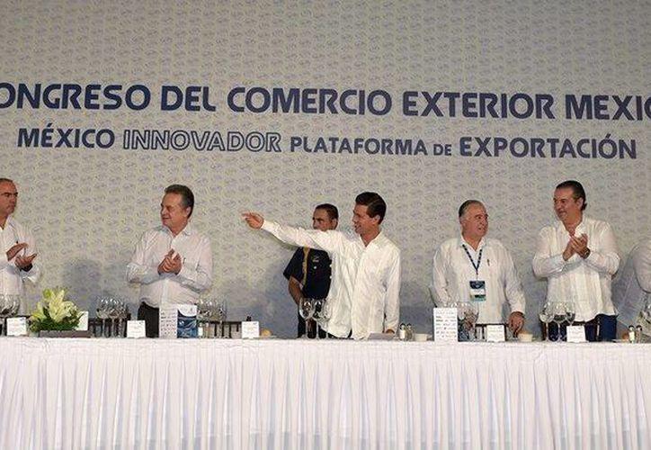 Peña Nieto dijo que con la participación de todos los sectores México logrará ser un país más próspero. (Facebook/Presidencia)