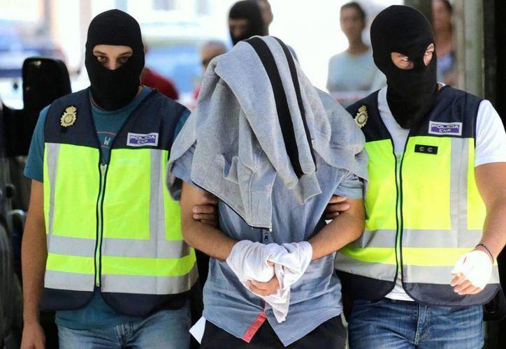 Los 52 detenidos estaban entre las 143 personas más buscadas de Marruecos, entre ellos muchos miembros del Estado Islámico. Imagen de archivo de la detención de yihadistas marroquíes en España. (EFE)