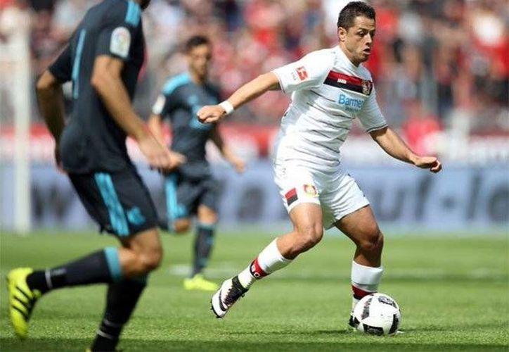 Javier Hernández suma dos partidos consecutivos anotando gol, en los juegos de preparación del Leverkusen. (Foto tomada de Twitter/@bayer04_es)
