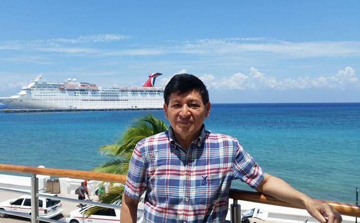 El campechano radicado en Quintana Roo, Jorge Miguel Cocom Pech, fue ganador del  Premio Internacional de Literaturas Indígenas de América 2016. (Redacción/SIPSE)