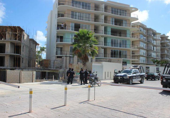 Un albañil perdió la vida ayer al caer de la obra en la que trabajaba, en la Supermanzana 310, de Cancún. (Redacción/SIPSE)