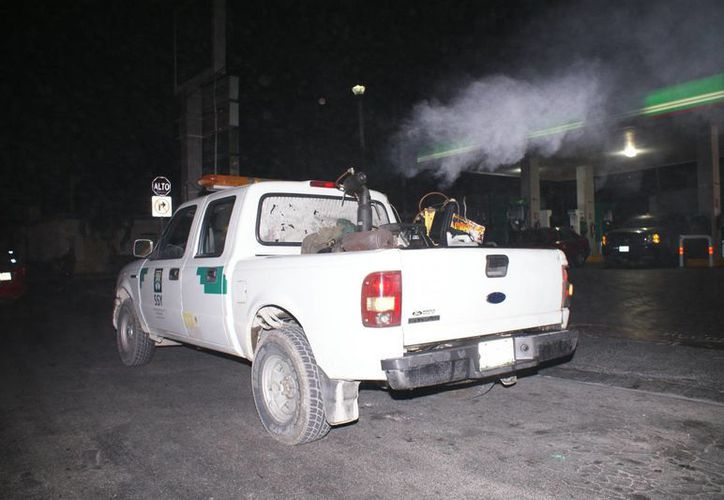 Ya se realizan preparativos para empezar a fumigar en Progreso luego de las fuertes lluvias. (Manuel Pool/SIPSE)