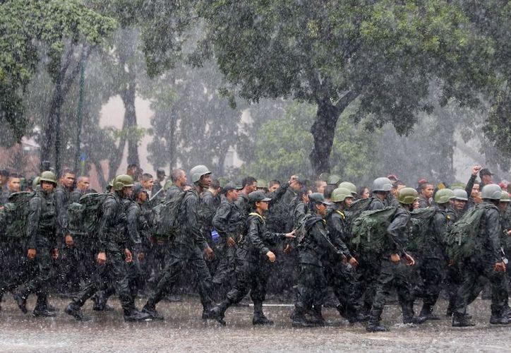Seis personas murieron en un enfrentamiento entre militares y un grupo armado en Venezuela. (AP).