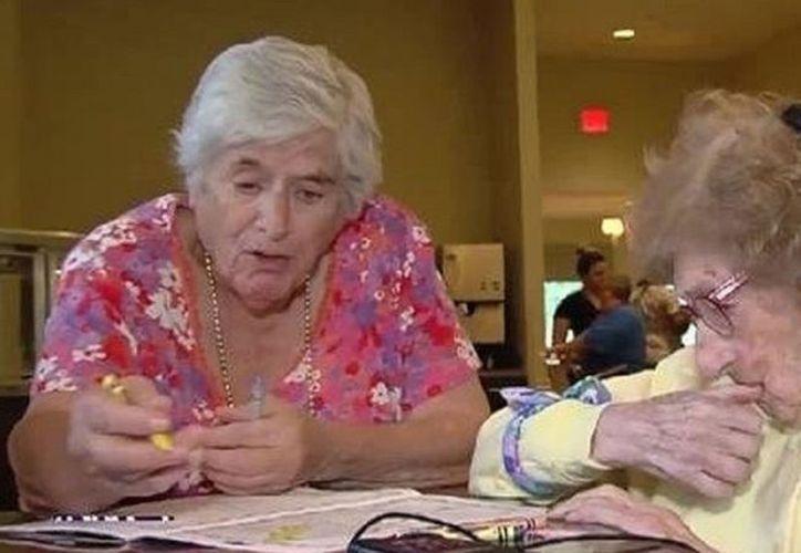 Joanne Loewenstern visitó a su madre biológica, Lilian Ciminieri, en la residencia situada en Port St. Lucie (sureste de Florida). (Contenido/Internet)