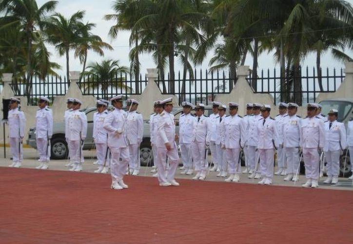 En la entrega recepción del cargo estuvieron presentes autoridades civiles y militares. (Eric Galindo/SIPSE)