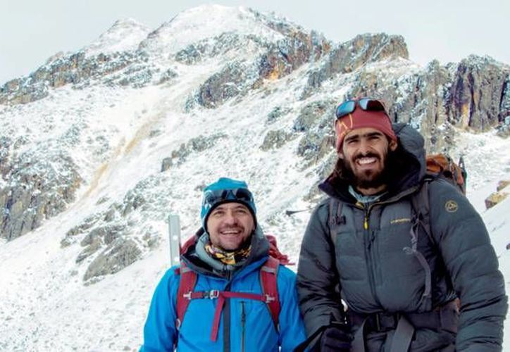 Héctor Ponce y Daniel Araiza, escaladores mexicanos que pretenden subir la cascada congelada Slipstream, en Canadá, de un kilómetro de altura, y la pared oeste del monte Huntington en Alaska, de kilómetro y medio. (Imagen tomada de climb.freeman.com)