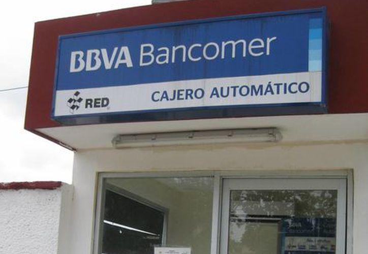 Causa malestar ciudadano el retiro de cajero automático, sólo quedan tres cajeros en la isla. (Javier Ortiz/SIPSE)