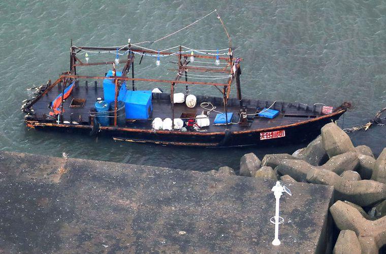 Macabro hallazgo: Encuentran bote con cadáveres en playa de Japón