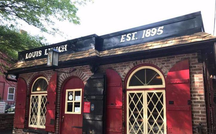 Según la Biblioteca del Congreso de los Estados Unidos, el diminuto restaurante Louis' Lunch, sirvió la primera hamburguesa de la historia. ( Raquel Lara/SIPSE)