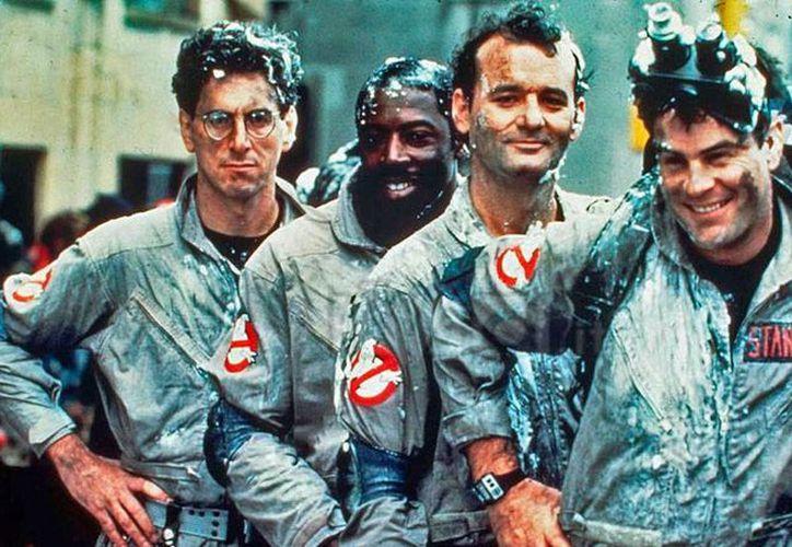 Imagen de los Ghostbuster originales, película de 1984. En 2016, la cinta volverá a las carteleras, ahora con mujeres como protagonistas. (gizmodo.com)