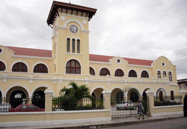 La Escuela Superior de Artes de Yucatán recibió a la soprano Renate Weninger. (Milenio Novedades)