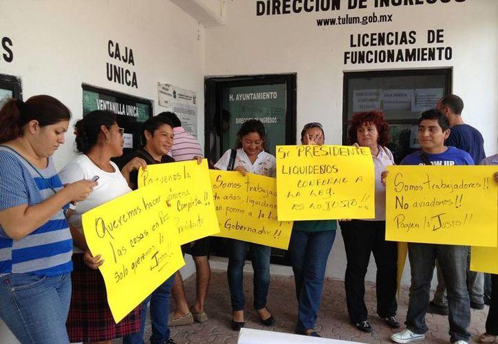 Trabajadores despedidos se quejan contra las autoridades.                                                                                                                                                                                                                                                                                                                                                                                                                                                                                                                                                                                                                               (Rossy López/SIPSE)
