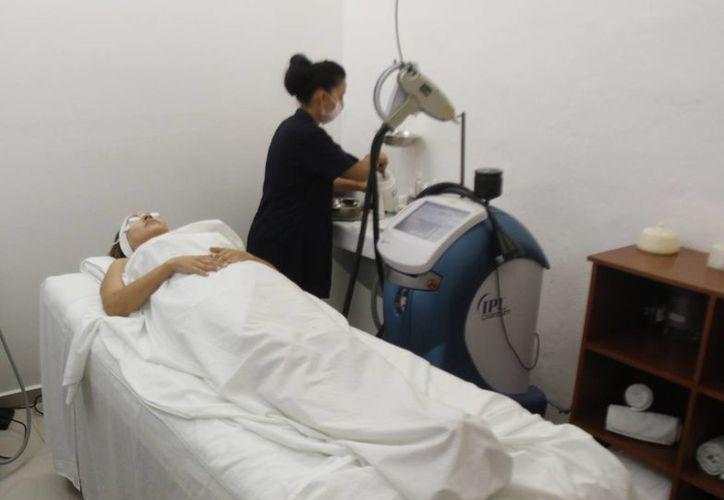 Cancún, Cozumel y Playa del Carmen cuentan con la infraestructura necesaria para atender a pacientes extranjeros. (Archivo/SIPSE)