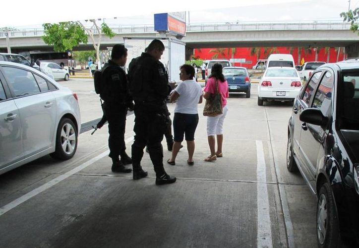 Desesperada, ante el temor de que su hija resulte lastimada, la mujer depositó mil pesos a su extorsionador.  (Redacción/SIPSE)