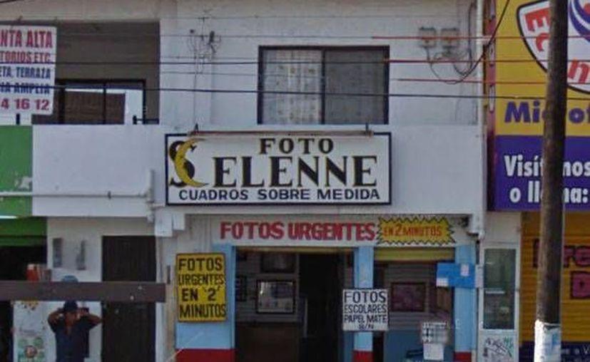 Actualmente los mantiene a flote la venta de fotografías tamaño infantil listas en dos minutos. (maps.google.com.mx)