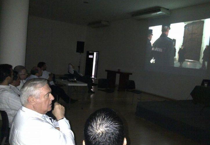 Autoridades eclesiásticas de  Yucatán, atestiguan la despedida de Benedicto XVI. (Martha Chan/SIPSE)