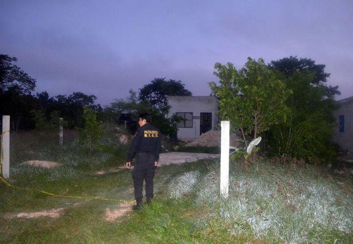 Uno de los cadáveres se encontraba dentro de la casa y otro en el terreno, cerca de la vivienda en Tamarindos. Ambos tenía huellas de golpes y lesiones en el cuello. (Milenio Novedades)