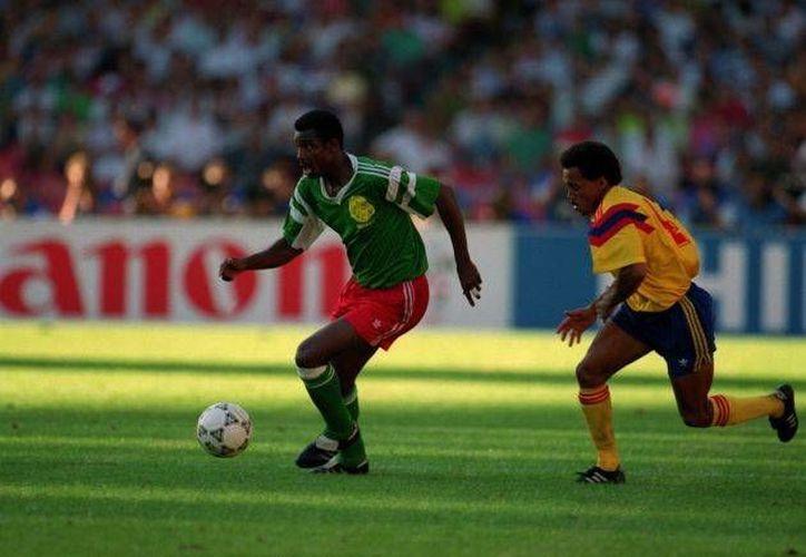 FIFA no solo quiere un Mundial con 48 equipos. Ya lo confirmó para 2026, pero en 1990, con solo 24 equipos, Camerún ganó al vigente campeón mundial Argentina y quedó entre los 8 mejores. (geofutbol.com)