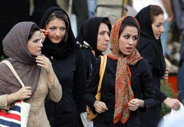 Las mujeres iraníes podrán optar al puesto de pilotos en 2018. (Foto: El Periódico)