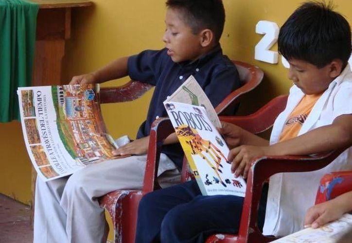 Los libros son realizados con materiales reciclables. (Manuel Salazar/SIPSE)