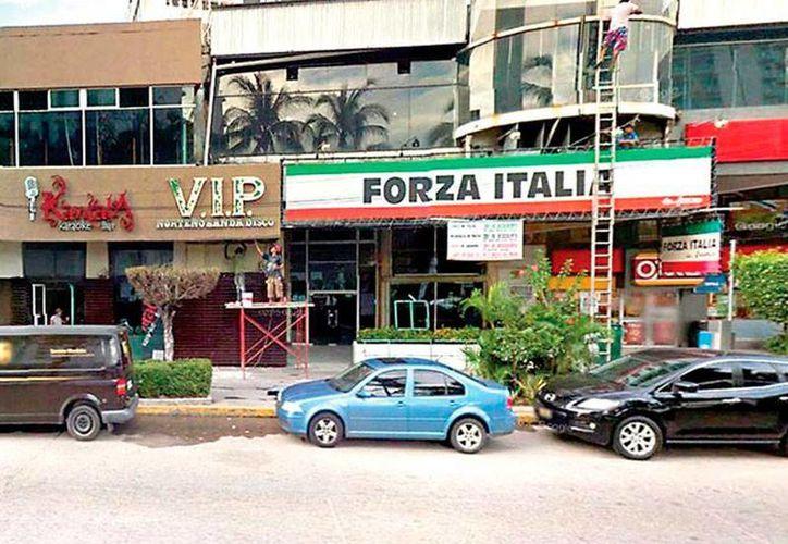 El gobernador electo de Guerrero, Héctor Astudillo, se encontraba cenando en la pizzería que aparece en la foto, cuando sus escoltas fueron baleados. (Google Maps)