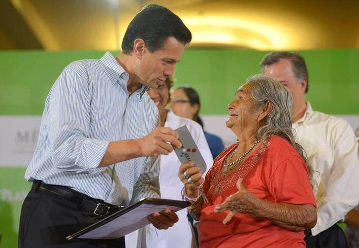 Este martes, el Presidente de la República llegó a Guerrero para entregar viviendas a los afectados por los huracanes Ingrid y Manuel. (Presidencia)