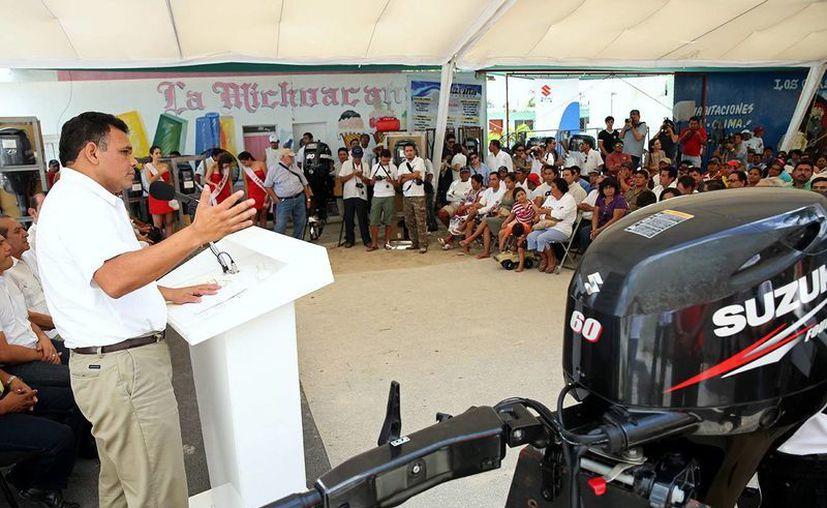 Zapata Bello durante uno de los eventos que encabezó ayer. (SIPSE)