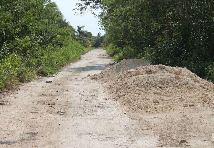 Argumentan que el mal estado en el que se encuentran los accesos al cultivo provocará contratiempos en el inicio de la zafra. (Archivo/SIPSE)