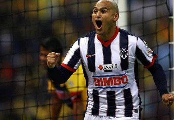 Suazo es primero de la lista, seguido del delantero ecuatoriano Christian Benítez. (www.mediotiempo.com/Archivo)