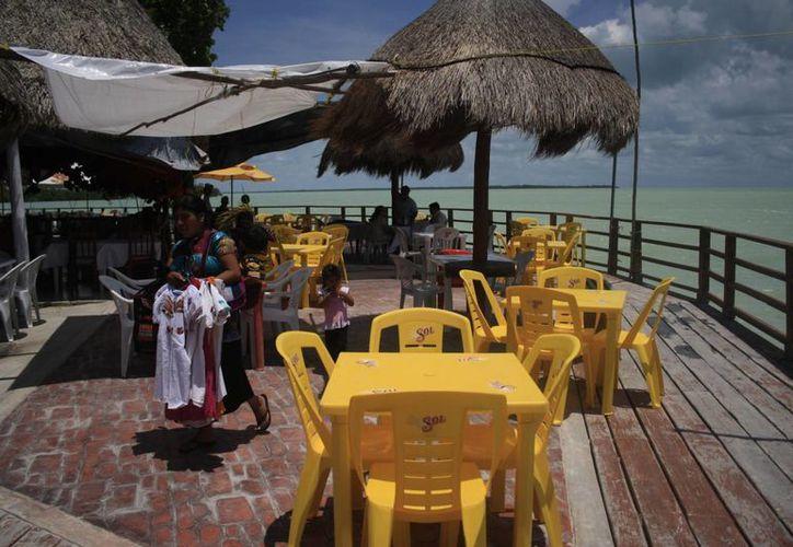 Los restaurentos sufren la poca proyección de sus negocios en los turistas. (Harold Alcocer/SIPSE)
