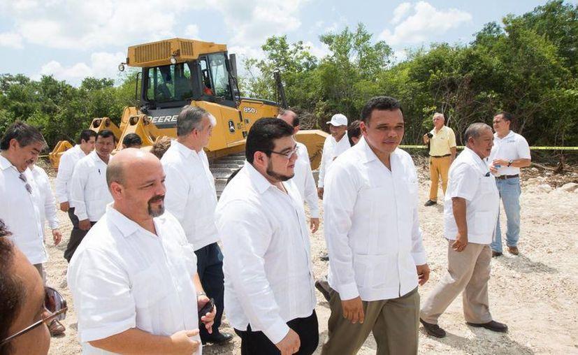 El gobernador de Yucatán, Rolando Zapata Bello, en una de las actividades que encabezó el miércoles. (SIPSE)