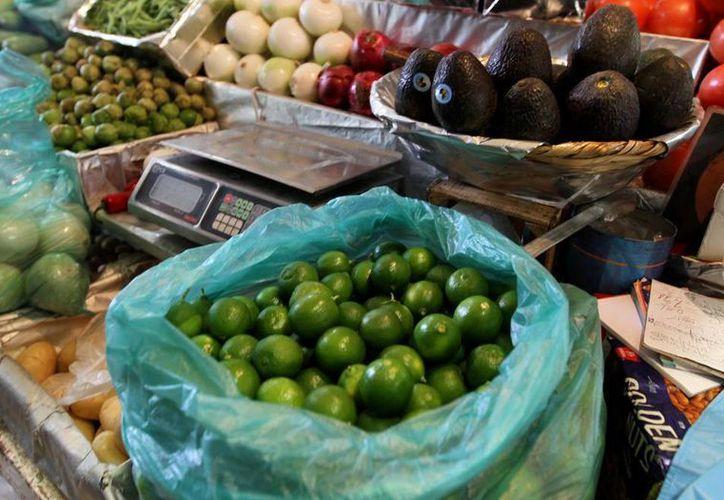 De a poco ha descendio los precios del limón y aguacate en los centros de abasto yucatecos. (Archivo Notimex)
