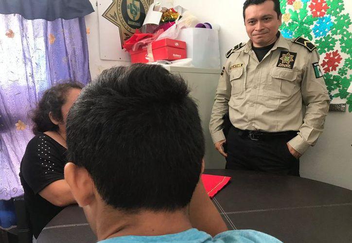 Hace unos momentos elementos de la SSP hallaron a Juan Pablo en perfecto estado de salud y lo trasladaron al edificio de la Fiscalía General del Estado para que rinda su declaración.