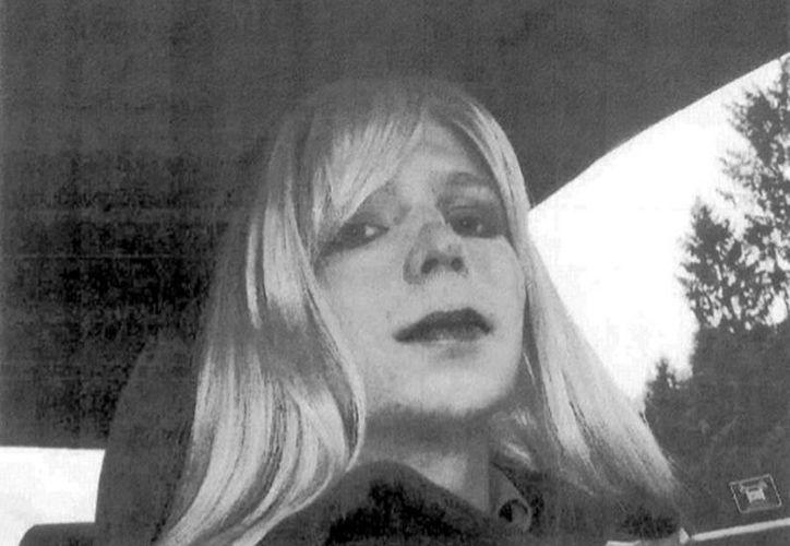 """Manning envió por correo electrónico a su terapeuta militar la foto con una carta titulada """"Mi problema"""". (Agencias)"""