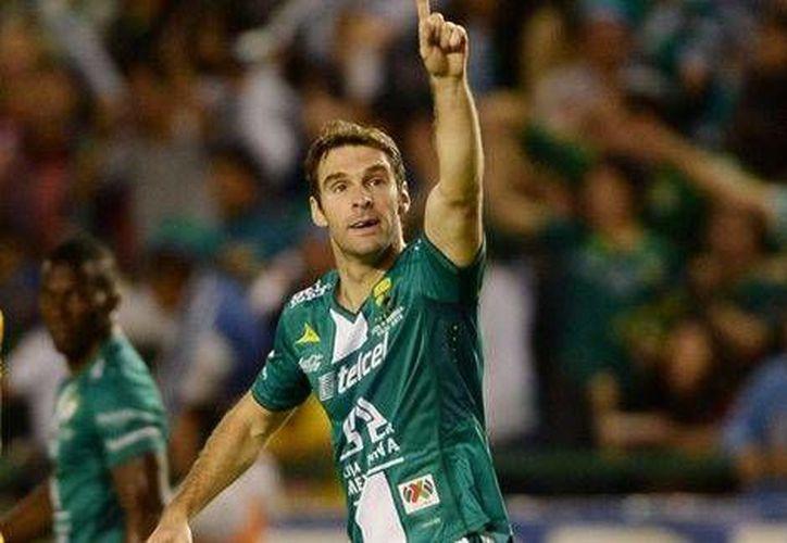 El argentino Mauro Boselli, clave en el campeonato obtenido hace poco por el León, sintió molestias en ambas piernas. (Mexsport.com)